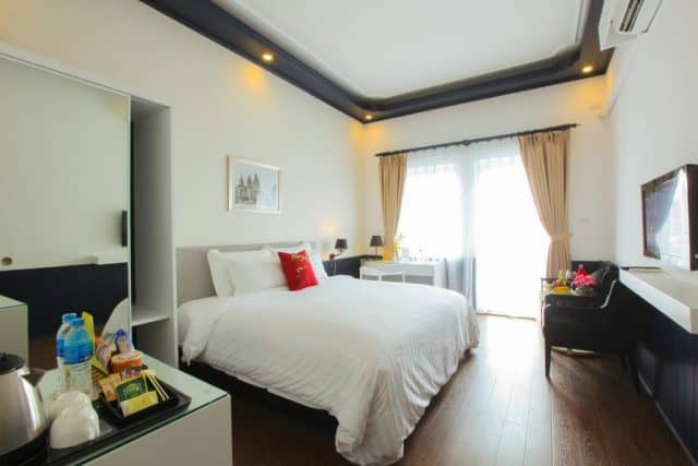 Phòng ngủ của khách sạn thiết kế đơn giản đầy đủ tiện nghi (ảnh ST)
