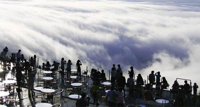Phiêu bồng giữa biển mây trên đỉnh Unkai Terrace (ảnh ST)