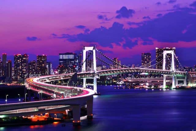 Cây cầu Rainbow nối giữa đảo và Tokyo (ảnh ST)