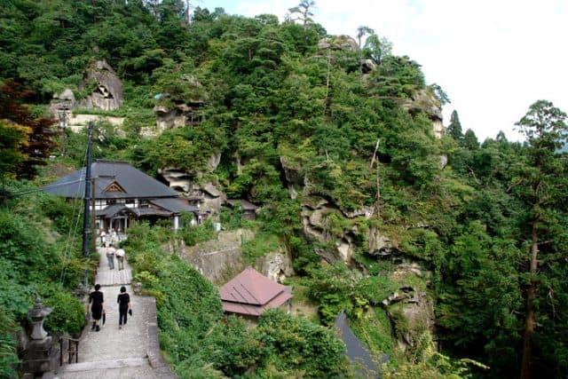 Khung cảnh xung quanh đền Ngôi Đền Yamadera - Yamagata cổ ở Nhật Bản (ảnh ST)