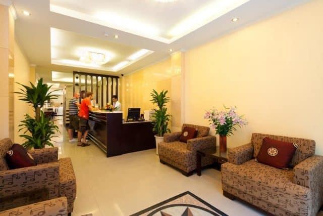 Sảnh khách của khách sạn Rising Dragon Palace Hotel (ảnh ST)