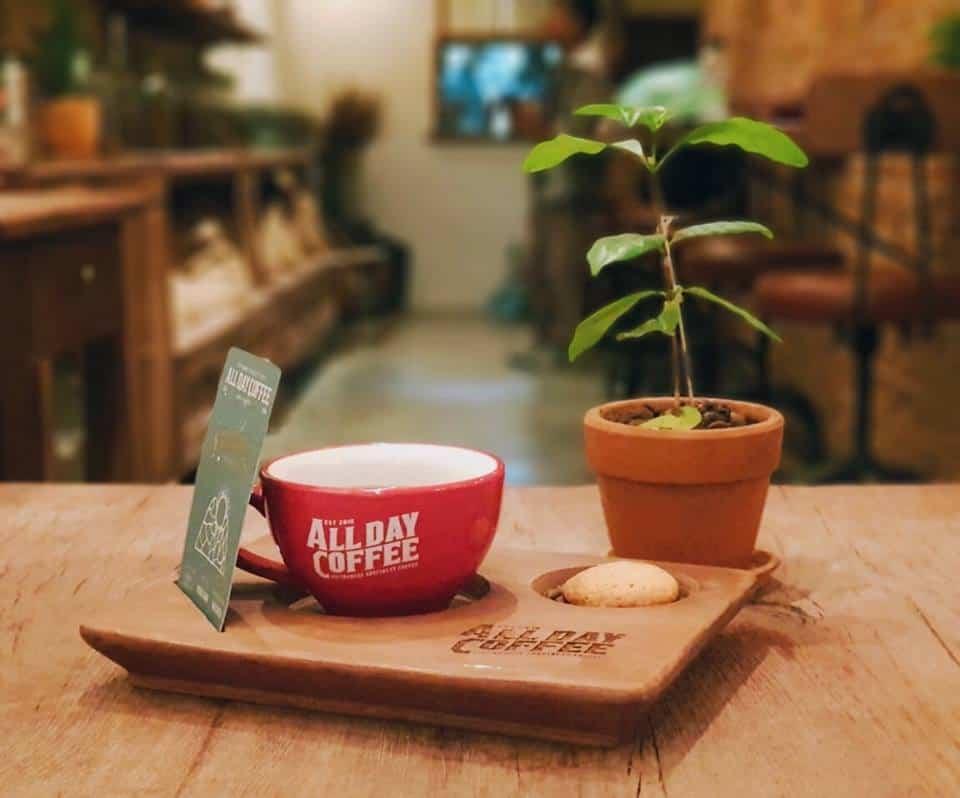 cà phê giữa lòng Hà Nội