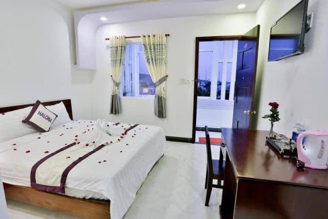 Khách sạn Halona nằm tại đường Trần Phú
