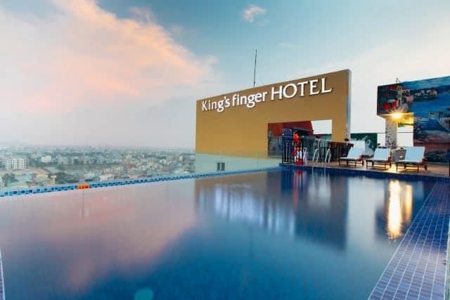 King's Finger Hotel với bể bơi tầng thượng cực đẹp