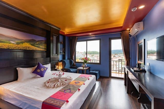 Saparis Hotel nổi bật với các họa tiết thổ cẩm