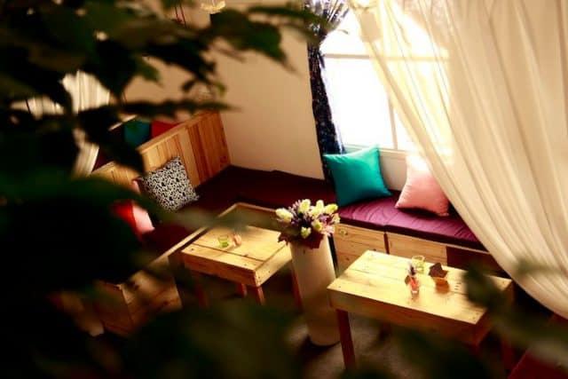 Cafe Phim 213 với không gian dễ thương ấm cúng