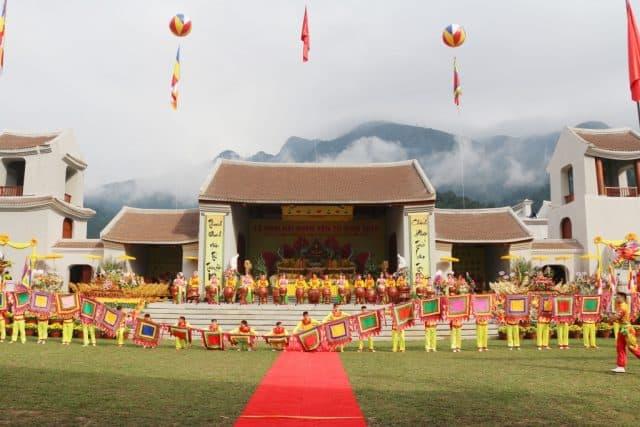 Làng hành hương Yên Tử là nơi diễn ra nhiều hoạt động lễ hội trong năm