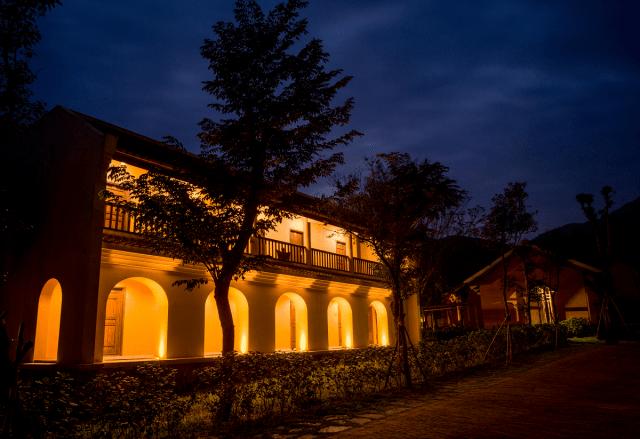 Không gian lung linh về đêm của làng hành hương Yên Tử