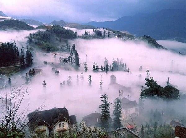 Mây trắng phủ mờ Sa Pa như chốn Bồng lai tiên cảnh