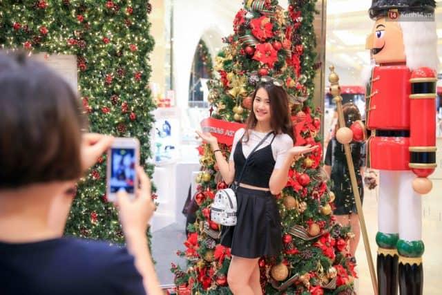 Takashimaya được trang hoàng lộng lẫy dịp Giáng sinh