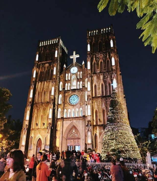 Dịp cuối năm đầu năm mới, Nhà thờ Lớn được trang hoàng vô cùng lộng lẫy.Ảnh: @raayyy26