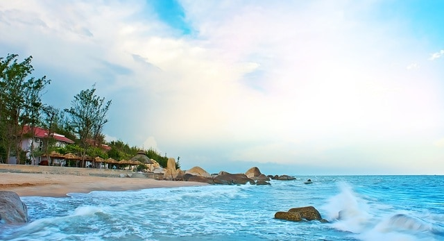 Long Hải cách Sài Gòn khoảng 100 km, lý tưởng để phượt và cắm trại qua đêm