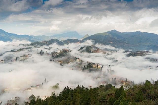 Tận hưởng cảm giác giao thoa giữa đất trời tại đỉnh núi