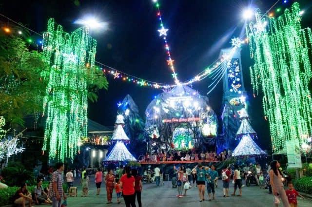 Xóm đạo quận 8 lung linh trong ánh đèn dịp Giáng sinh