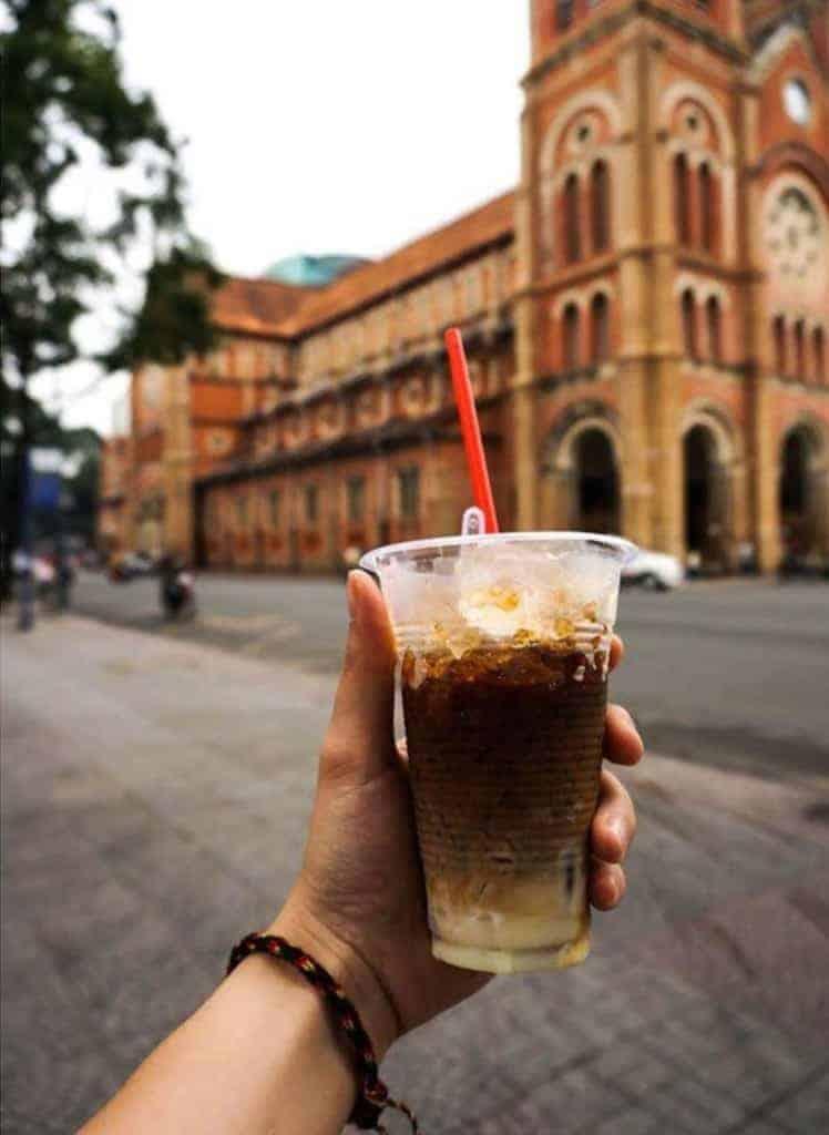 Nếu Hà Nội có trà chanh chém gió thì đến Sài Gòn phải uống cà phê sữa đá rồi ! Ảnh:@kamivietnam
