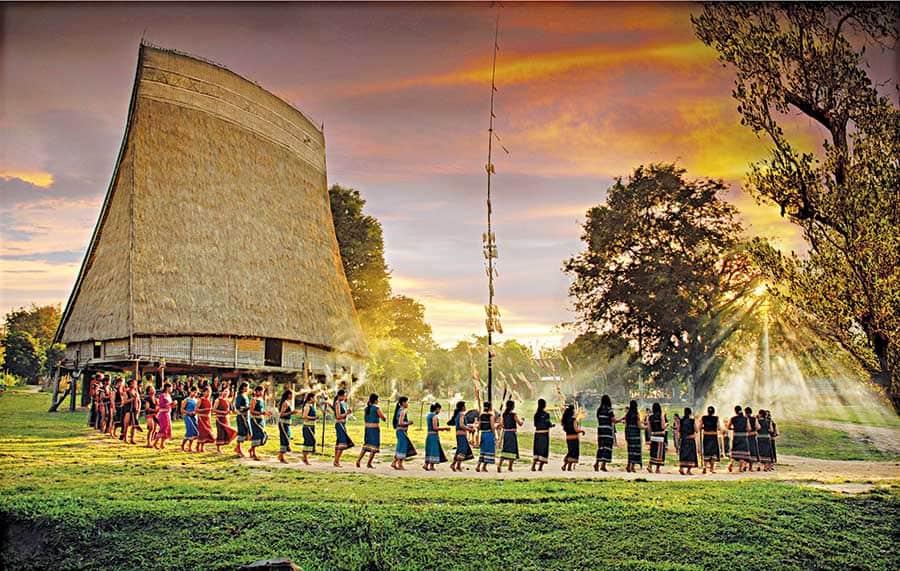 Lễ hội văn hoá cồng chiêng của các dân tộc khu vực Tây Nguyên thường được tổ chức trong tháng 1 thu hút rất đông khách du lịch. Ảnh Hùng Hoa Lư