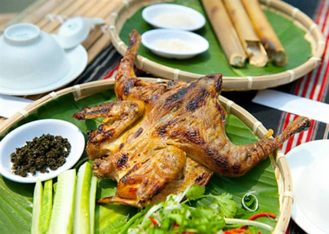Cơm lam, gà nướng là những món ăn dân dã mang đậm hương vị vcủa vùng núi rừng Tây Nguyên. Ảnh: ST