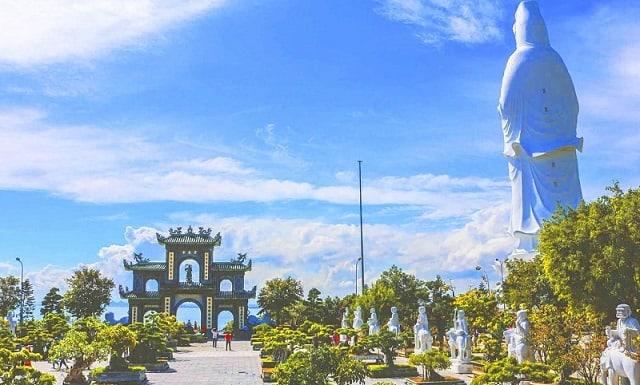 Chùa Linh Ứng là một trong những ngôi chùa nổi tiếng ở Đà Nẵng (Ảnh: ST)