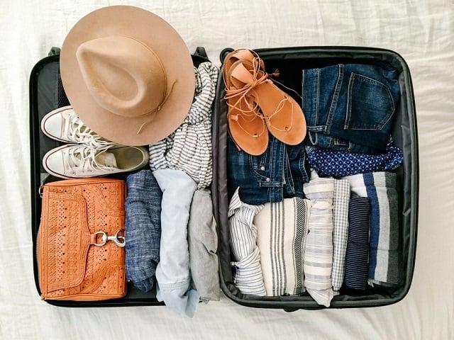 Lên danh sách những đồ dùng cần mang sau đó xếp gọn vào vali du lịch của bạn để hạn chế tình trạng quên đồ