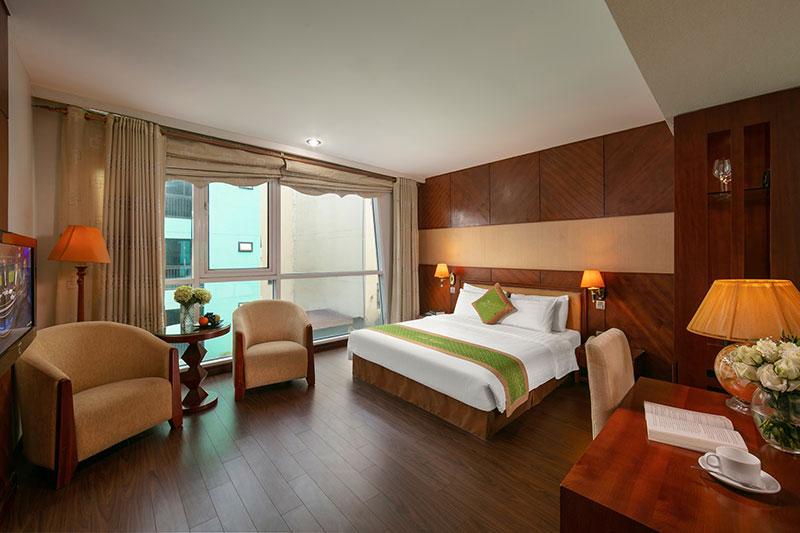 Khách sạn Emerald Hotel