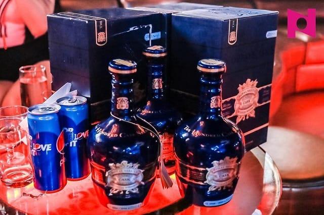 Rượu Chivas Royal Salute với 100 mùi hương là đặc sản của bar