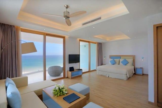 Thiết kế phòng hiện đại, tiện nghi với hướng view thẳng ra biển thơ mộng. Ảnh ST