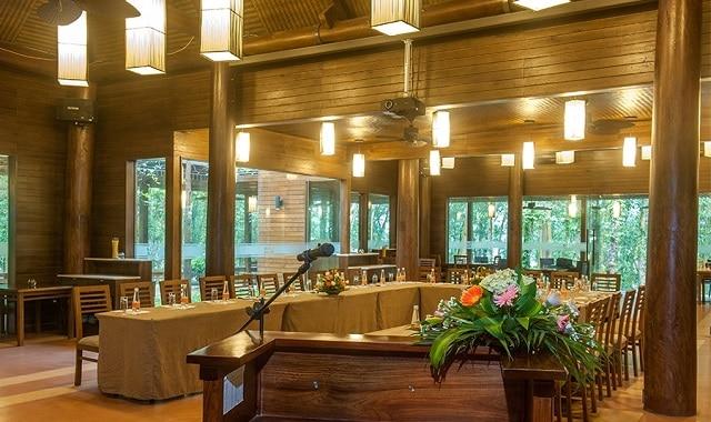 Charm Place là nhà hàng có không gian ấm cúng dành cho gia đình