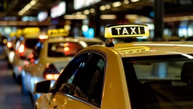 Bạn cũng có thể thuê taxi hoặc đi xe máy để di chuyển tớiFlamingo Đại Lải
