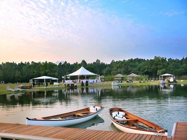 Chèo thuyền Kayak, đi du thuyền là một trong những trải nghiệm thú vị cho du khách