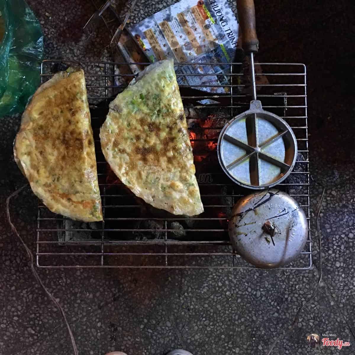 Bánh tráng nướng hồ con rùa thơm ngon nóng hổi không kém gì Đà Lạt đâu nhé. Ảnh: Foody.vn