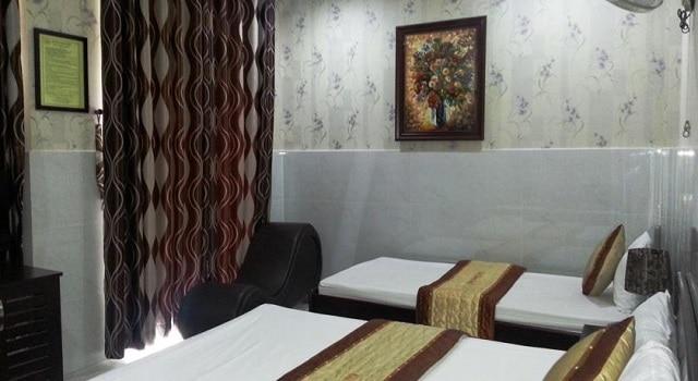 Phòng ngủ được trang bị những đồ dùng cần thiết dành cho các cặp tình nhân