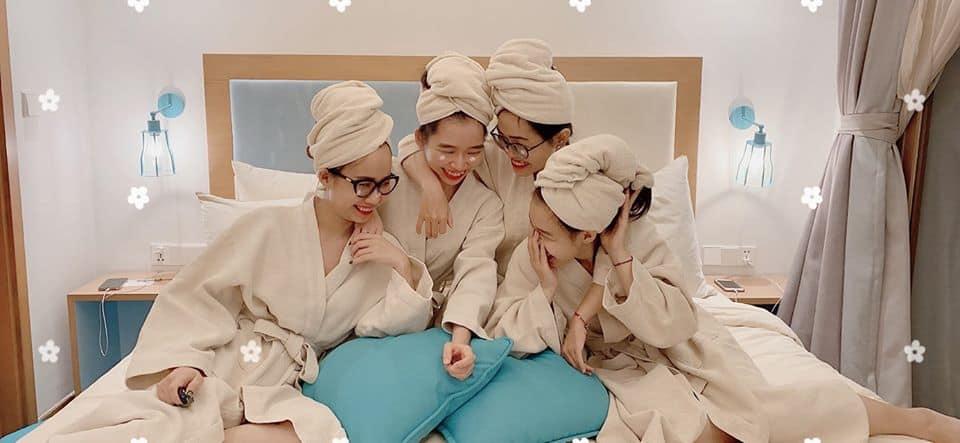 Áo choàng tắm mịn màng cao cấp của khách sạn. Ảnh: Nguyễn Khuyến.