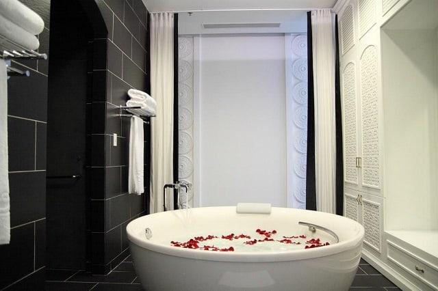 Bồn tắm sang trọng tạikhách sạn tình yêu quận 7 Chloe Gallery