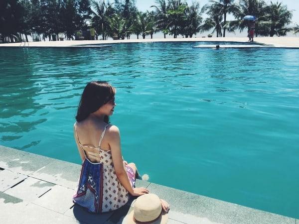 Hồ bơi tại resort. Ảnh ST