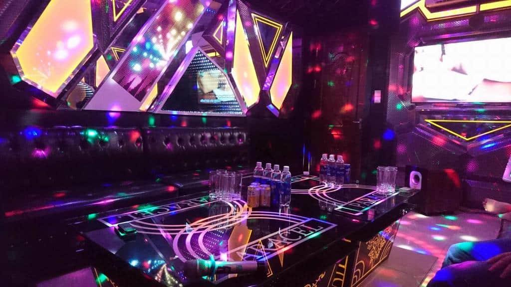 Phòng karaoke được trang bị hệ thống âm thanh ánh sáng và chất lượng cực đỉnh tại resort. Ảnh ST