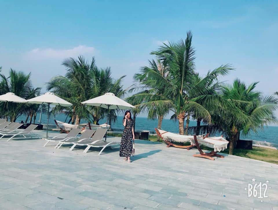Khuân viên khu nghỉ dưỡng Hải Tiến được thiết kế để du khách vừa có thể nghỉ ngơi và ngắm cảnh trọn vẹn nhất. Ảnh st