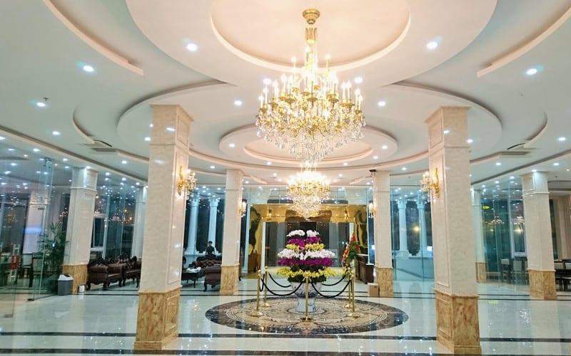 Sảnh khách sạn luôn đảm bảo độ rực rỡ và lung linh nhất để chào đón mọi du khách đến nơi đây. Ảnh ST