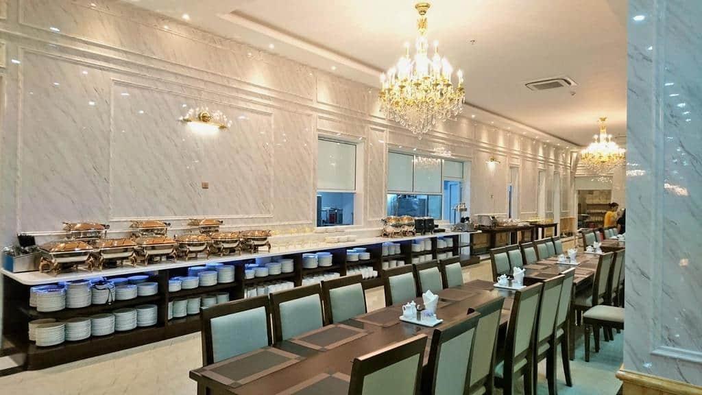 Thiết kế phòng ăn cũng không kém phần tinh tế và sang trọng. Ảnh Paracel Resort Hải Tiến