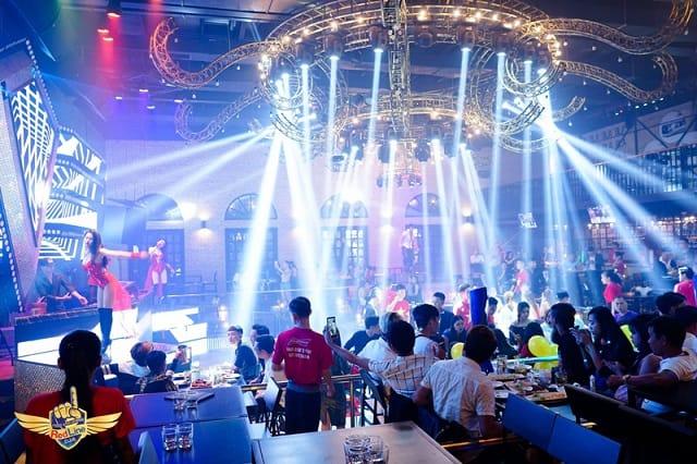 Redline beer club & buffet, địa điểm xả stress dịp cuối tuần cho giới trẻ