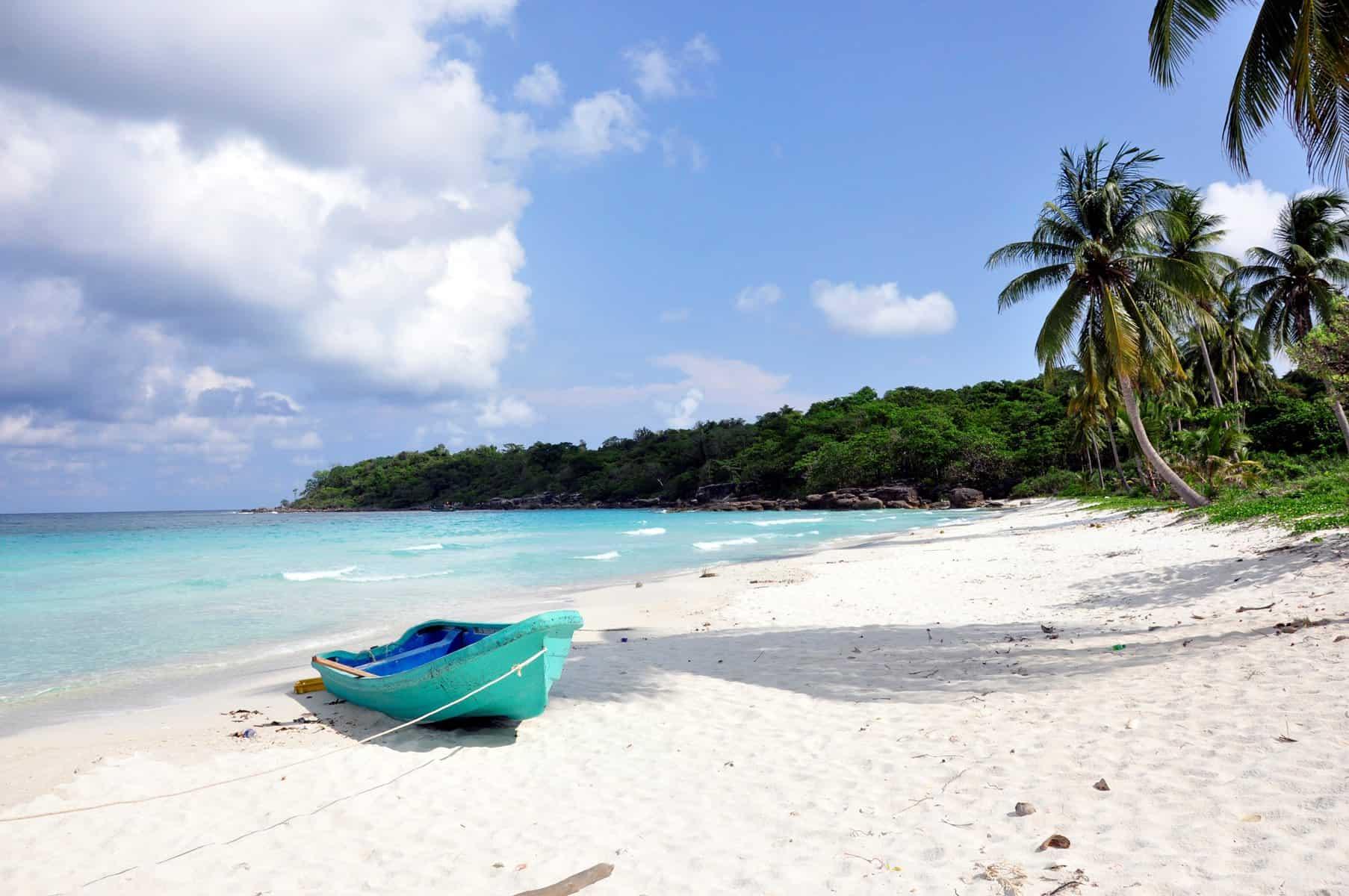 Bãi tắm cát trắng đầy hoang sơ tại Thổ Chu.