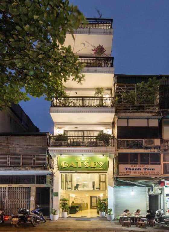 Khung cảnh khách sạn với tầm nhìn từ bên ngoài