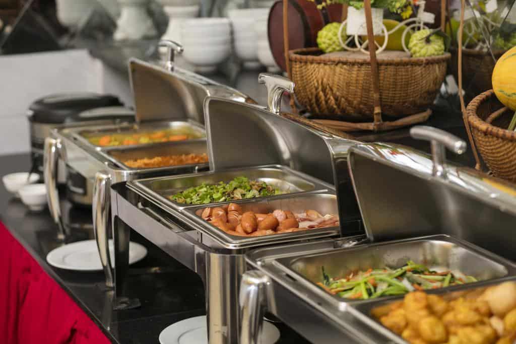 Những món ăn tự chọn, đa dạng sẵn sàng phục vụ thực khách