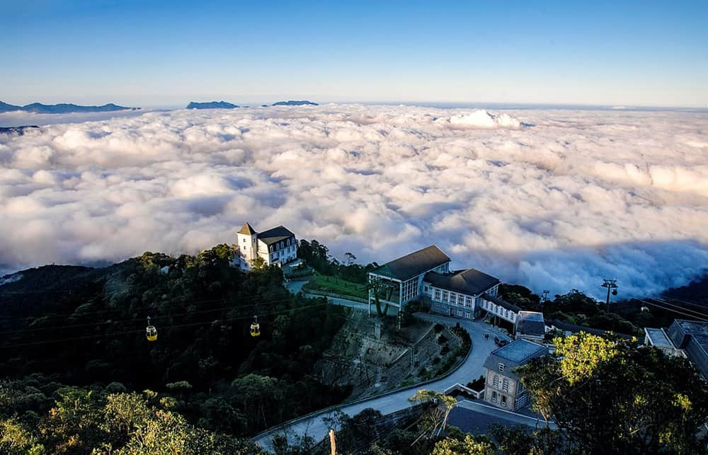 Khung cảnh Bà Nà Hills như thiên đường trên những đám mây