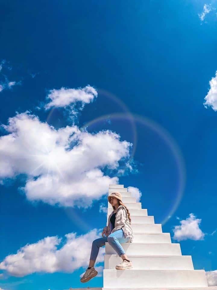 Nấc thang lên thiên đường. Hình: Facebook Bắc Thang Lên Hỏi Ông Trời