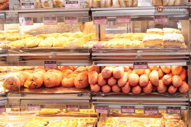 Bánh mì thanh long trong chuỗi cửa hàng ABC. Hình: Kenh14
