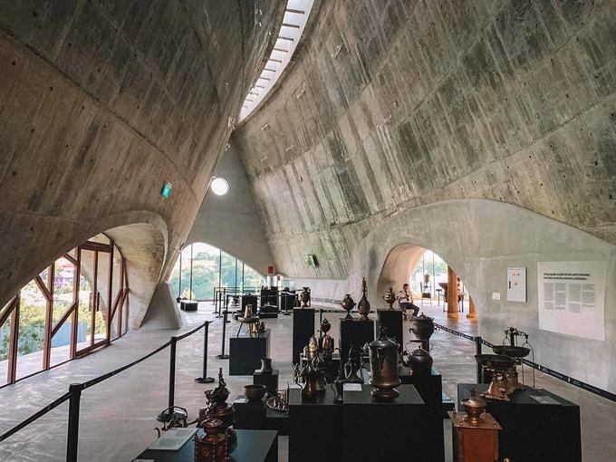 Một góc bên trong bảo tàng trưng bày hiện vật - Khoảng trời Tây trên Đất Việt địa điểm sống ảo cực chất
