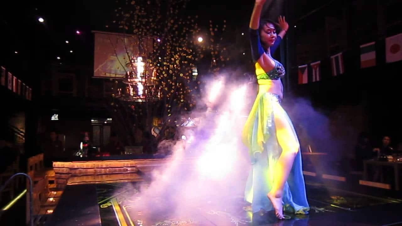 Vũ công biểu diễn tại Bar Zooka Beer Club Trần Duy Hưng