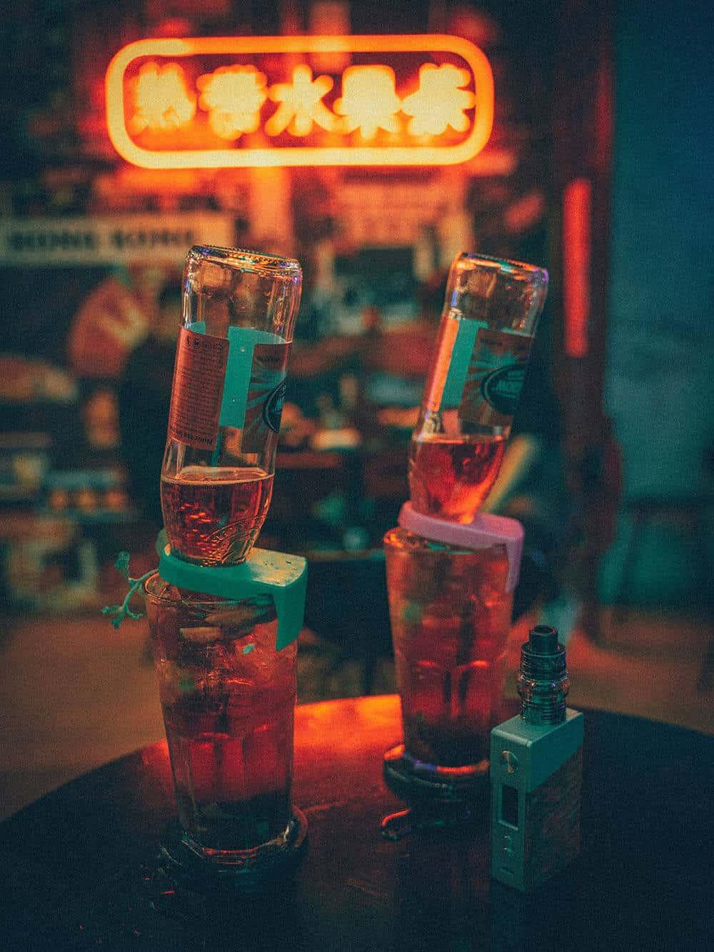 Bia úp ngược cũng có mặt tại HongKong Beer khiến giới trẻ thích thú