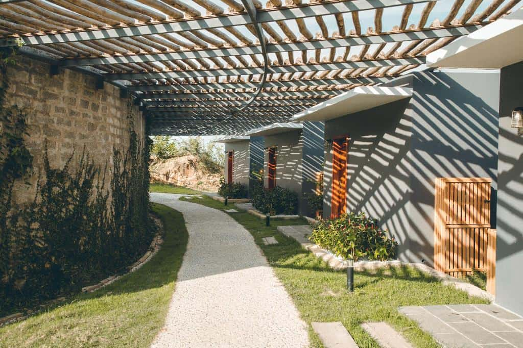 Lối vào khuôn viên resort. Hình: Casa Marina Resort