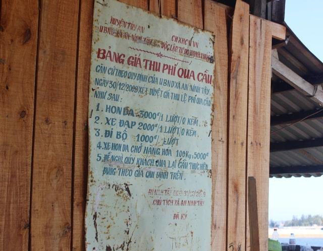 Bản thu phí cầu gỗ Ông Cọp. Hình: dantri